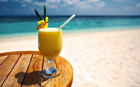 Recept Pineapple Pleasure  Heerlijke zoete cocktail  met sinaasappel, ananas, kokosroom, vanille roomijs en rum.