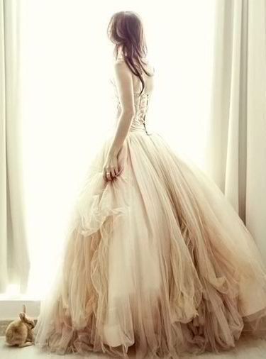 Look absolutely arresting in this long, multi-layered dress that's perfect for your shabby chic, rustic wedding setup.