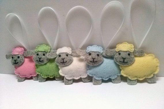 Ornamento di pecore, decorazioni di Pasqua pastelli, lana feltro agnello ornamento del feltro, verde gialle blue bianche rosa pecore, scelta del colore - 1 ornamento