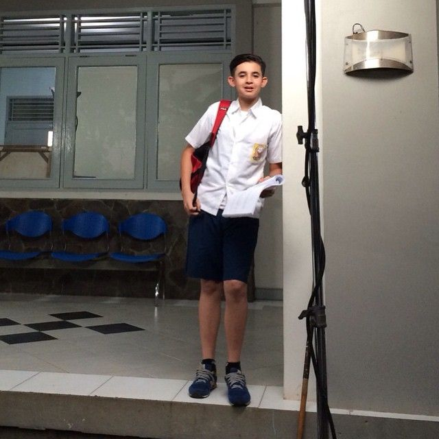 Shooting ftv SCTV kepincut cinta paman dolit sebagai putra, Sekali kali shooting pake celana biru pendek  @michaeladamrick