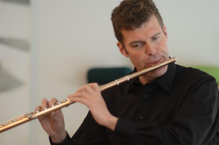 13.03.15 in der GEA in Innsbruck. Michael Cede spielt Flöte.