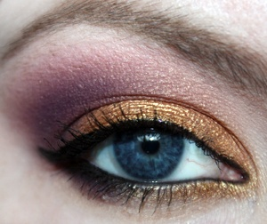 copper/burgundy is such a great comboPurple Eyeshadows, Colors Combos, Eye Colors, Eye Shadows, Parties Makeup, Blue Eye, Gold Eye Makeup, Summer Night, Gold Eyeshadows