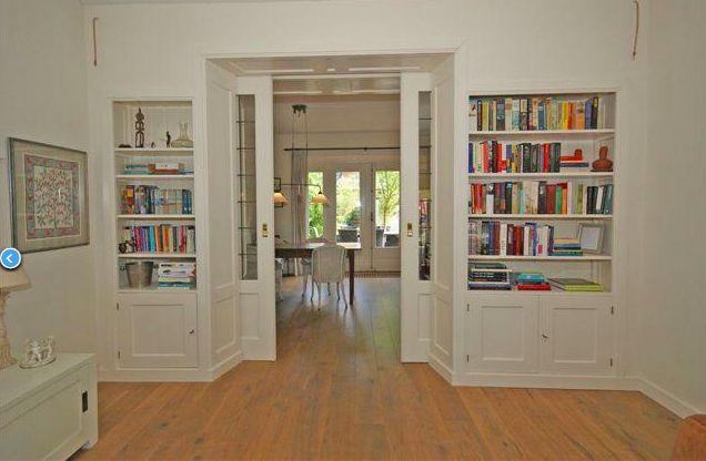 ensuite deuren met boekenkast