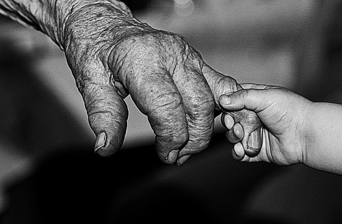 amazing: Hold Hands, Handen Photography, Life, White Photography, Photography Elder And Young, Black White, Handsphoto Challenges, White Photographers, Photography Inspiration