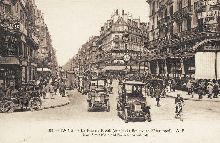 La rue Rivoli à l'angle du boulevard de Sébastopol (ancienne carte postale, vers 1900)