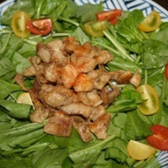 パリパリ鶏皮サラダ