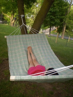 The Unusual Farmchick: How to make a 2 person hammock. I am so going to make one. And a frame since I have no trees.