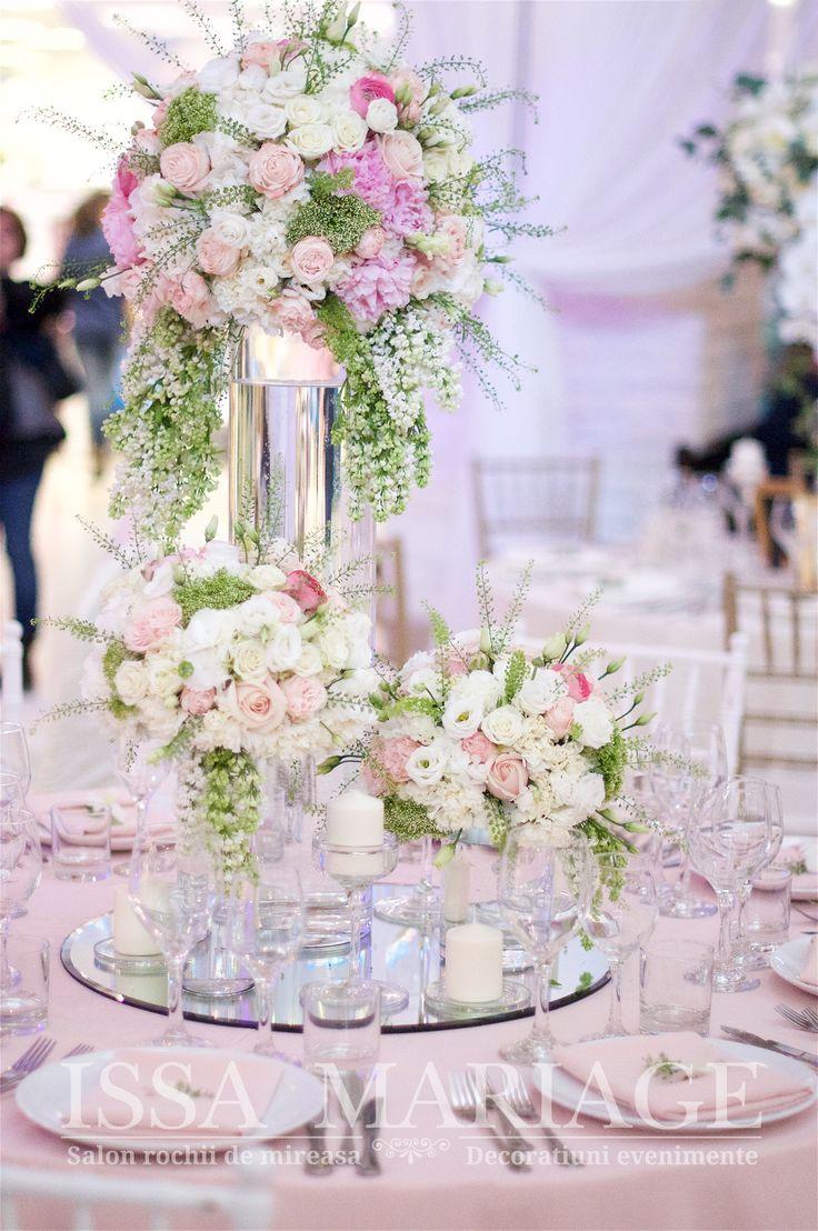 Aranjamente nunta pe vaze cilindrice trandafiri bujori roz pal liliac IssaEvents 2017