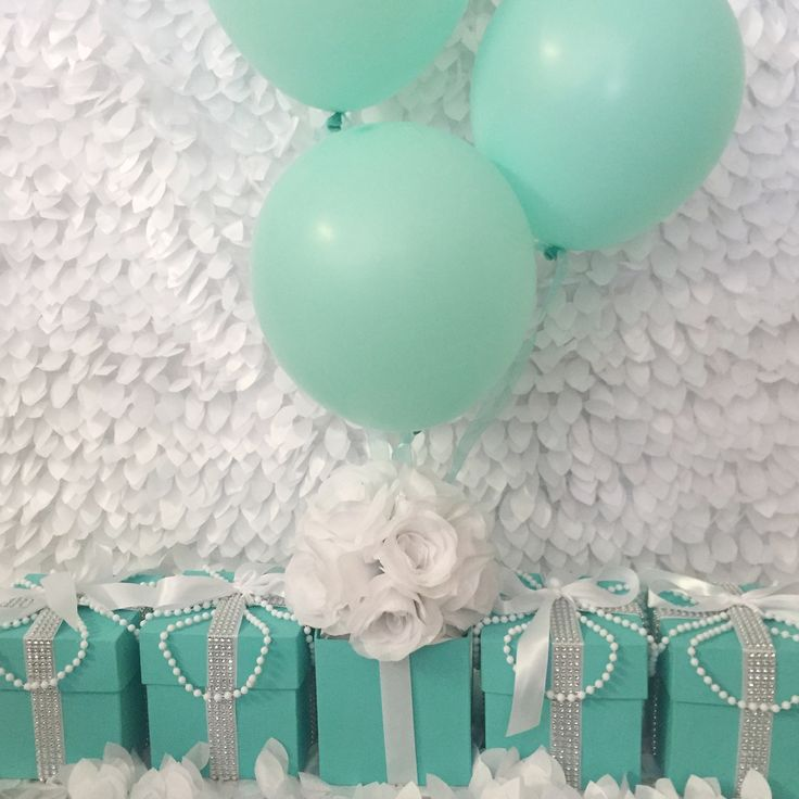 Baby & Co Gift Box Centerpiece With Balloons And Flowers