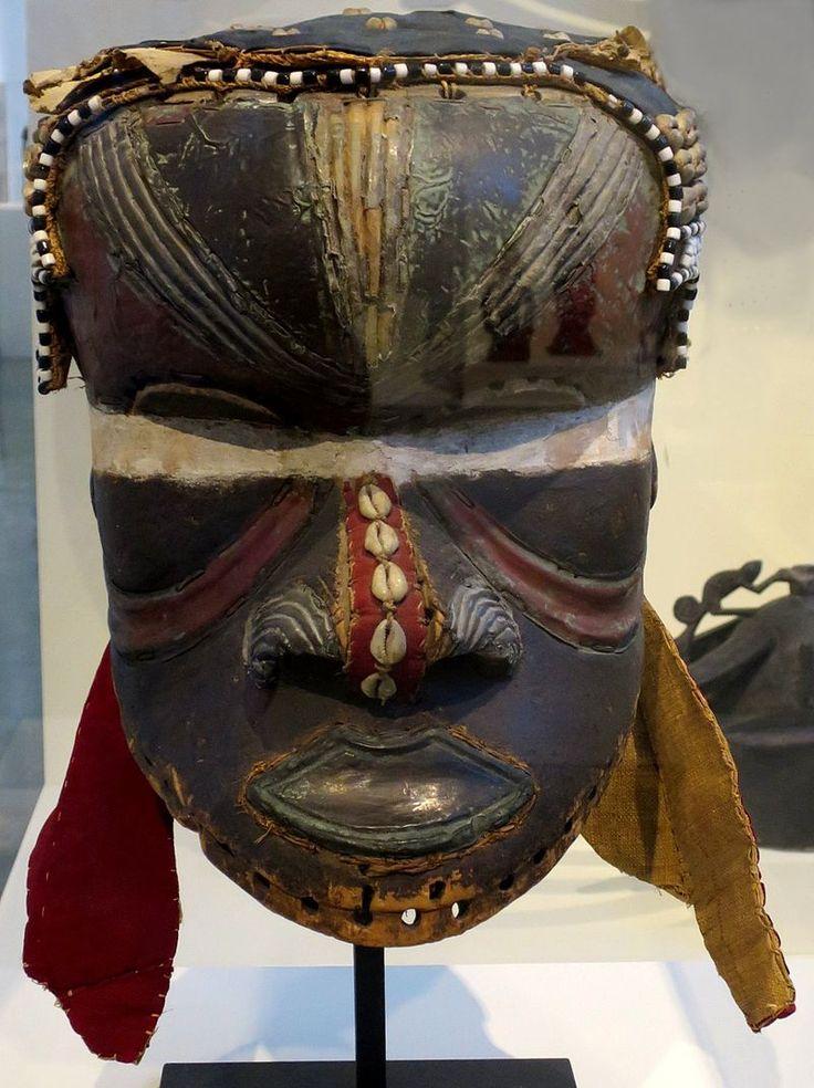 Bwoom mask, Bushoong Kuba people, Honolulu Museum of Art, 4254.1 (front).JPG