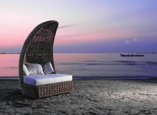 Canapea pentru terasa, realizata prin impletitura rattan - Exotique.ro
