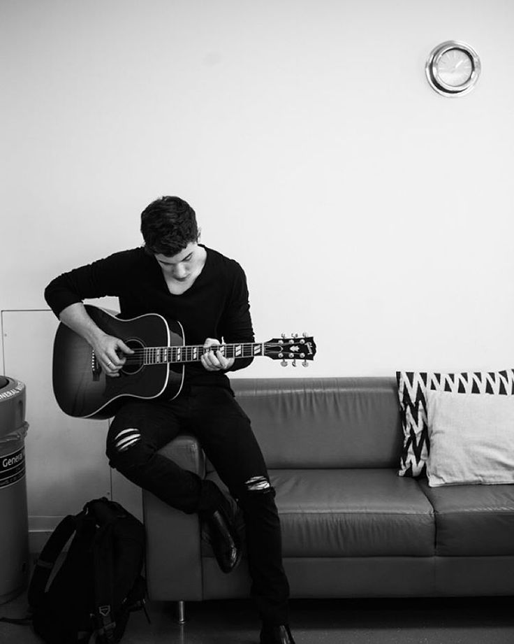 """ i will never wear ripped jeans.."" Ha yeah. @josiahvandien taking awesome pics of mee. Shawn Mendes"