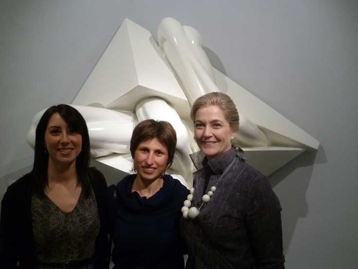 PAOLA RAVASIO (CENTER) IN FRONT OF HER SCULPTURE + GIULIA STABILINI & SOFIA MACCHI
