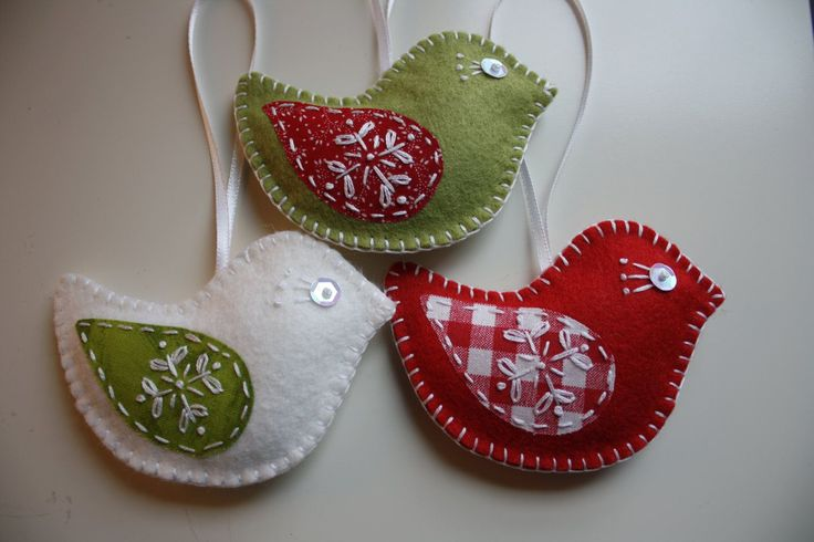 Love the patterned fabric for the wings.    Felt Bird Christmas Ornaments - Set of 3. $21.00, via Etsy.