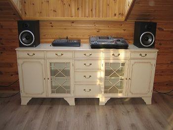 Klikněte pro velkou fotografii produktu Krásná stylová komoda v provedení bílá patina. Rustikální nábytek.