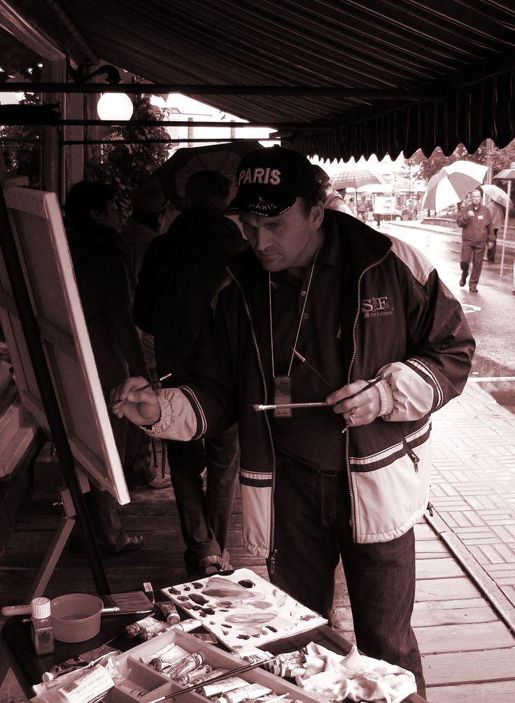 L'artiste Régent Bilodeau à Baie Saint-Paul  Québec pour une exposition. Il est né a loretteville en 1964 le 18 avril. Il a deux enfants Maxime né le 7 juillet 1980 et Marie-Ève née le 8 novembre 1990. Il a peint tout sa vie et il a participé à plusieurs expositions internationales dont Montréal, Québec, Arizona, Espagne, Cannes, Bruxelles, Paris au Carrousel du Louvre, etc.