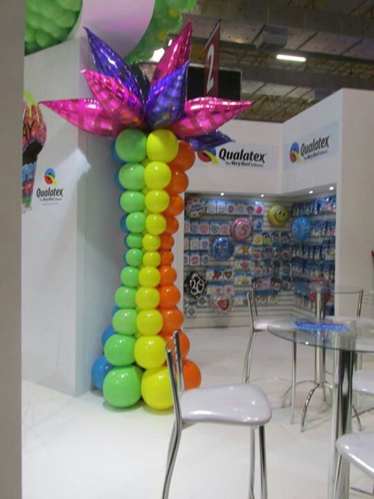 balloon column with foil taper topper
