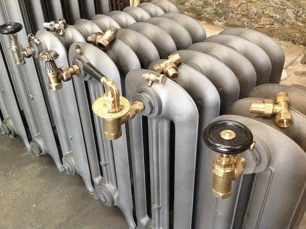 R dition des anciens robinets en laiton pour radiateur en fonte anciens et r - Radiateur fonte retro ...