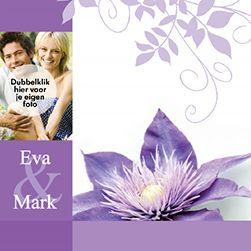 Trouwkaart met afbeelding van paarse bloem en met eigen foto