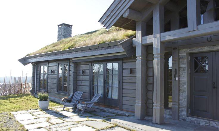 Cabin: Laftekompaniet hyttetun inngangsparti