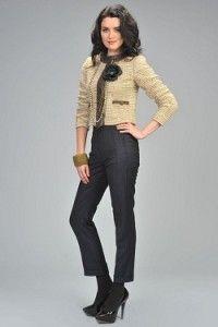 Завышенная талия: юбки, платья, брюки     Колготки в тон юбки и (или) обуви     Вертикальные линии в нижней части костюма (юбки, брюки в вертикальную полоску)     Укороченные жакеты     Брюки, слегка укороченные или слегка закрывающие каблук (обязательно обувь на каблуке)     Каблук, платформа, открытая лодыжка