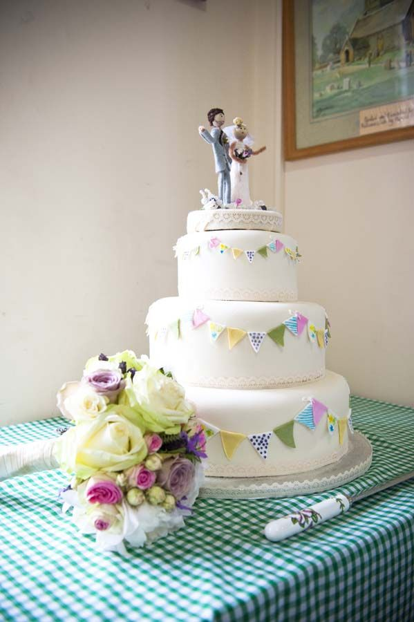 Bunting on the cake!