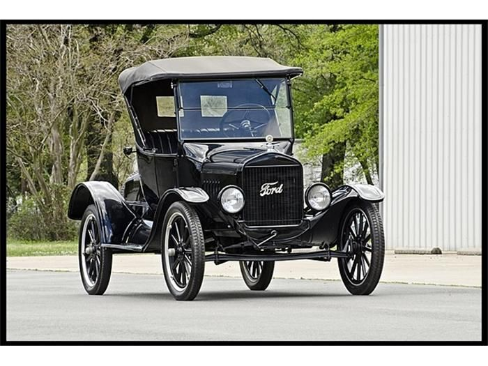 1924 Ford Model T. Eventually Ford evolved with the times developing new body styles options and even paint colors other than basic black for these old ... & 220 best Ford Model T images on Pinterest | Ford models Vintage ... markmcfarlin.com