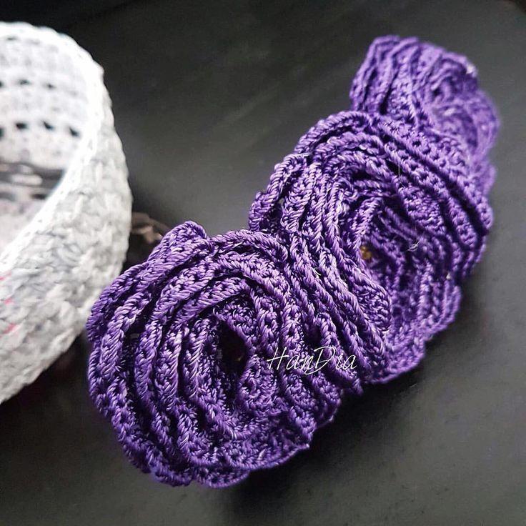 Clama de par crosetata  | Crosetate Bucuresti  Crocheted clip for hair #crocheted #crochet #crochetedflower #handmade #handia #devanzare #ideecadou #clama #clips4sale #handiamade #crocheting #crosetatebucuresti