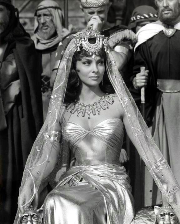 Actress Gina Lollobrigida's beautiful figure from the film Solomon & Sheba. Fore more gorgeous hourglasses and body acceptance, check out our blog