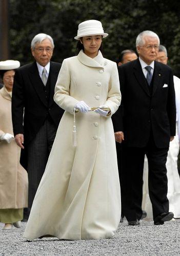 Princess Kako of Akishino 佳子さま:成年皇族の報告で伊勢神宮を参拝 - 毎日新聞