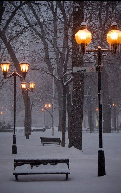 Snowy city sidewalks, Montreal, Canada!