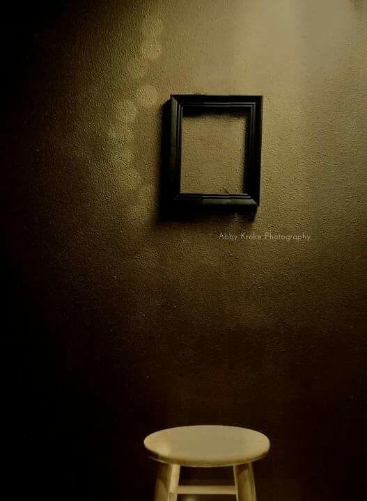 Dove c'era qualcuno che abbiamo amato rimane uno spazio. Non è un semplice vuoto. È il suo spazio.  Il suo.  Paola Felice autore ph: Abby Kroke Photography