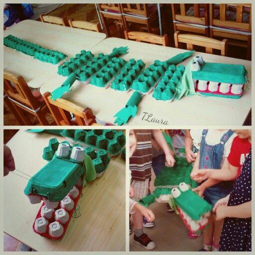 We made an egg carton crocodile puppet with the kids. Preschool crafts - tojástartó krokodik a Kismackó csoport munkája