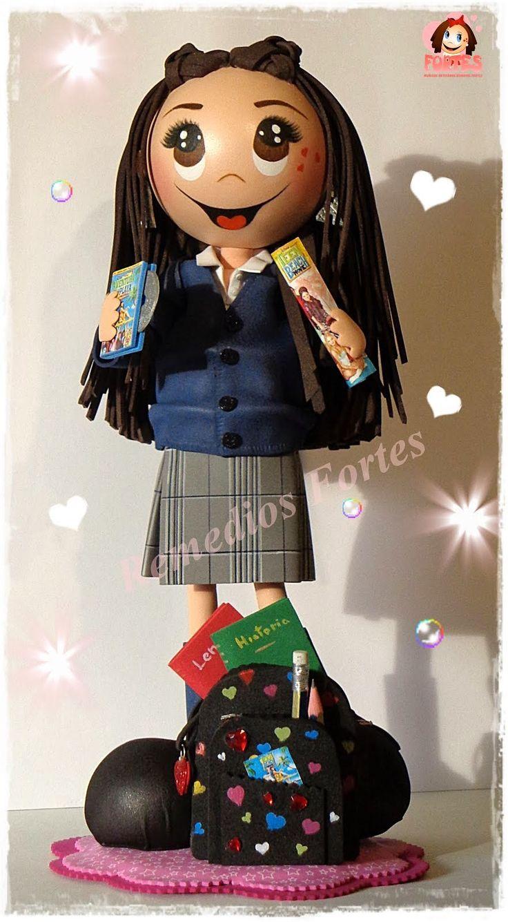 Esther con su uniforme