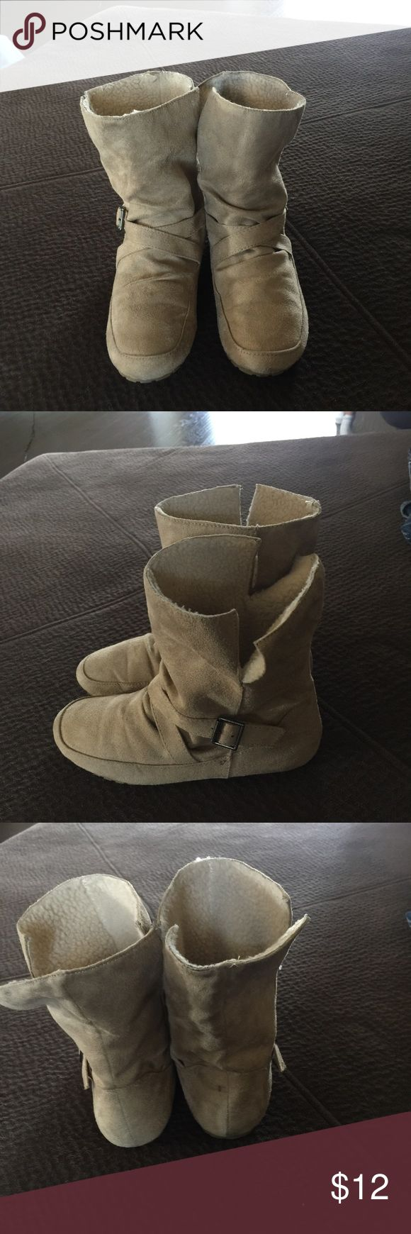 🔴3 FOR $20🔴SHOEDAZZLE MOCCASIN BOOTIE 6.5 VERY CUTE MOCASSIN BOOTIES.  IN EXCELLENT CONDITION.  A LITTLE STAIN IN BACK OF BOOTIE AS SEEN IN PIC AND A LITTLE IN THE WOOL SHEPARD PART.  💖THANK YOU FOR THE LIKE!  BIG DEALS!  EVERYTHING UNDER $10 is 4 FOR $10!  EVERYTHING UNDER $20 IS 4 FOR $20!  PLEASE FEEL FREE TO ASK ANY QUESTIONS! 💖 Shoe Dazzle Shoes Ankle Boots & Booties