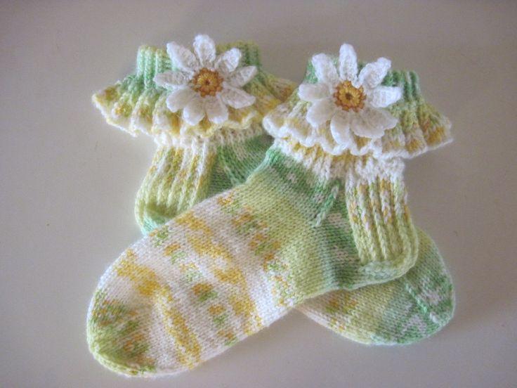 Päivänkakkara sukat, lanka Novita Niitty.  Daisy socks.