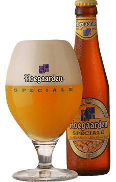 Cerveja Hoegaarden Spéciale, estilo Witbier, produzida por Brouwerij Hoegaarden, Bélgica. 6.5% ABV de álcool.