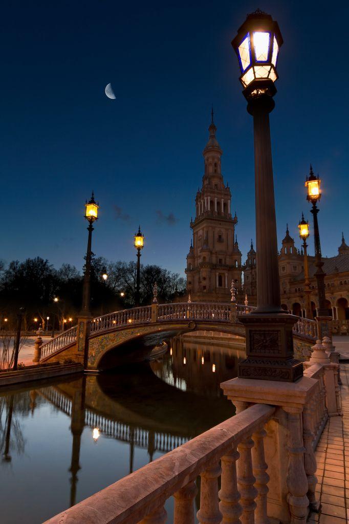 Spain, Andalucia (autonomous region), Sevilla (capital city), Parque de Maria Luisa, Plaza de España (Spanish Square) ~ Photo by Michel Couprie