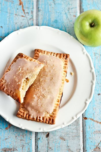 how something like this became a breakfast food, I don't know, but it looks like a great dessert! (Homemade apple cinnamon poptarts)