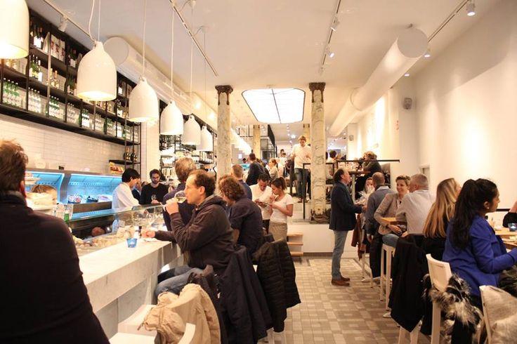 De Seafoodbar op het Spui (Amsterdam) is afgelopen zaterdag opengegaan en nu al een groot succes! #seafood www.estida.nl