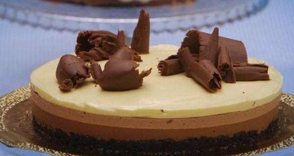 mousse_ai_tre_cioccolatiMarquise 140 g tuorli 140 g zucchero a velo 300 g albumi 280 g zucchero a velo 120 g cacao amaro 40 g fecola di patate