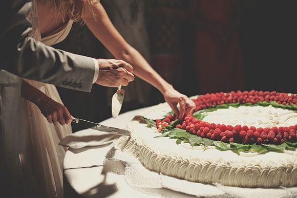 ... and Elegant Wedding in Italy…   Pavlova, Wedding cakes and Cakes