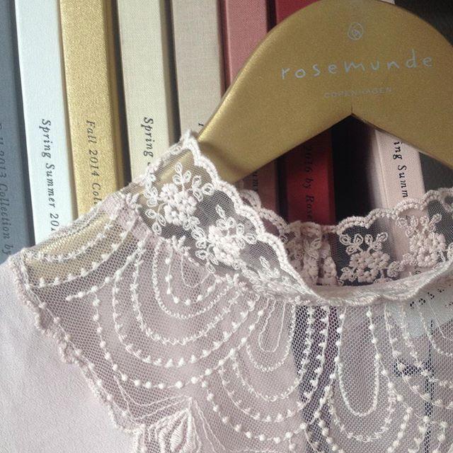 We love lace #lace #shirt #aluxuryfeelingeveryday #Rosemunde