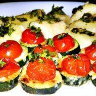 Fotografie receptu: Zapékaná cuketová kolečka se sýrem s rajčatovou čepičkou