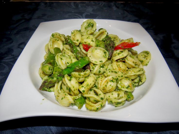 Pasta Pesto with green asparagus & cherry tomatoes
