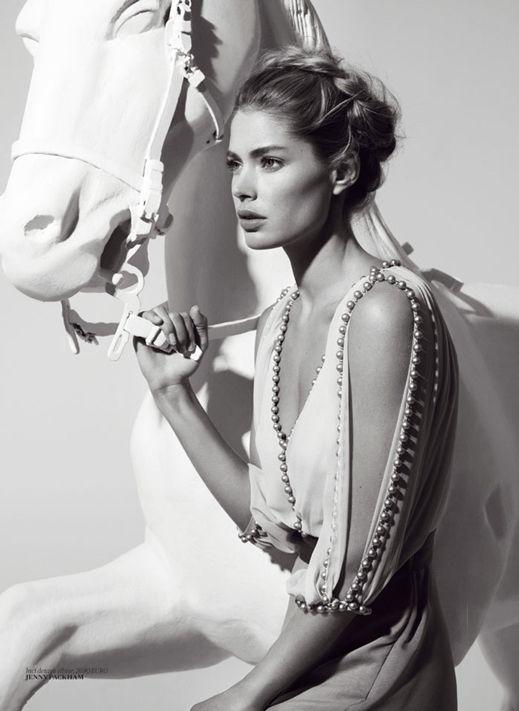 Magazine: Vogue Turkey Issue: March 2014 Editorial: Tanriça Doutzen (Godess Doutzen) Photographer: Cuneyt Akeroglu Model: Doutzen Kroes Styling: Konca Aycan La Cavalière masquée - See more at: http://www.lacavalieremasquee.com/#sthash.PybRP6qk.dpuf