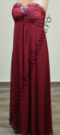 Rochie de seara grena cu margele transparente #rochiidesearagrena #rochiidesearacuaplicatii #grenaeveningdresses