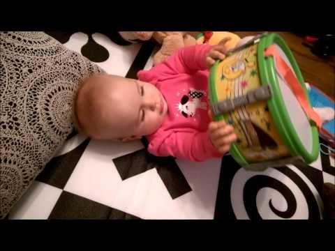 Tosia i Mozart   Dziecko w domu - tata i córka