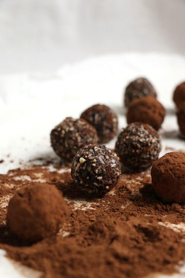 carob fig and almond raw balls raw balls nirvana bliss balls healthy ...