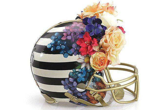 Дизайнеры превратили футбольные шлемы в предметы искусства. Изображение №2.